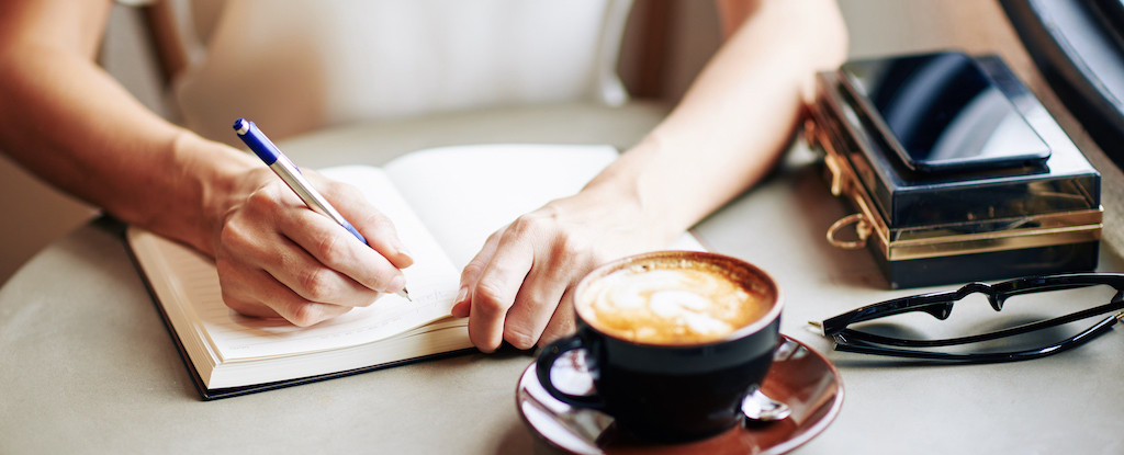 woman-filling-gratitude-journal-8JMEBB4_1024px